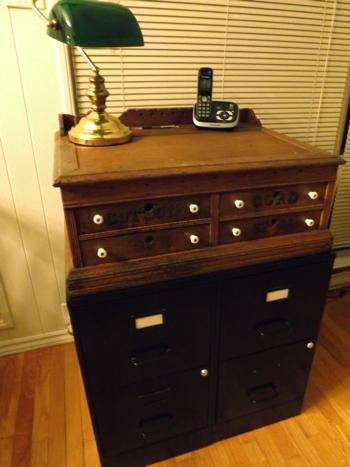 DSCF4855 Attila desk